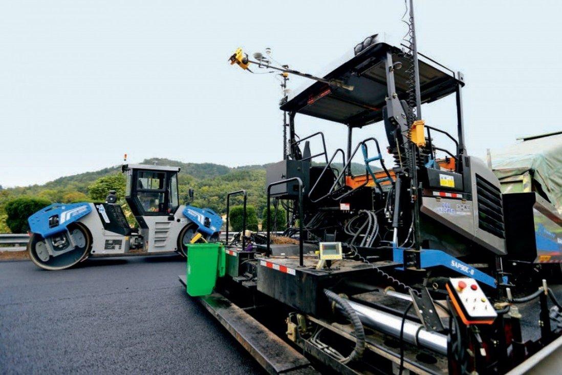 Road maintenance robots work on a motorway in Zhejiang province. Photo: Handout